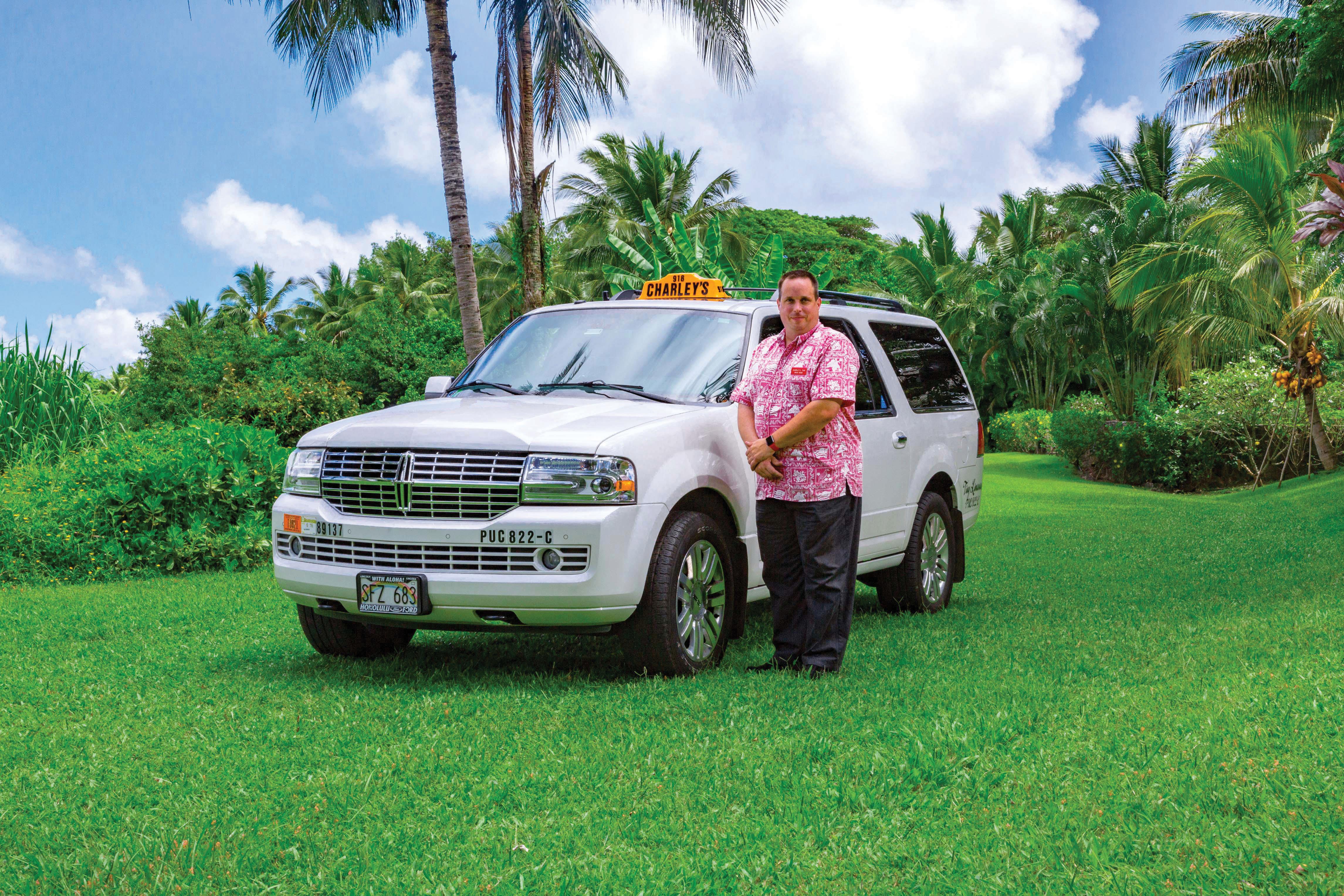 charleys-taxi-lincoln-navigator-w-driver_160809-395_rgb